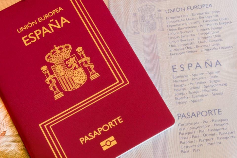 Filiación y adopción en España